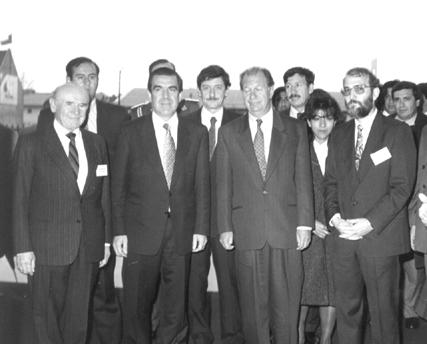 Inauguración del CEAT - Presidente de la República Eduardo Frei Ruiz-Tagle y el Ministro de Educación Ricardo Lagos Escobar junto a los miembros de la Corporación.